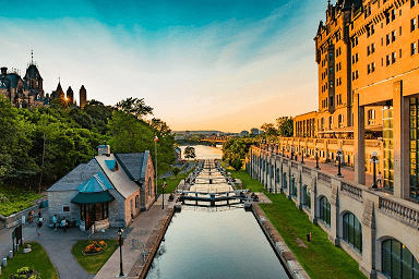 Qual a cidade mais visitada do Canadá